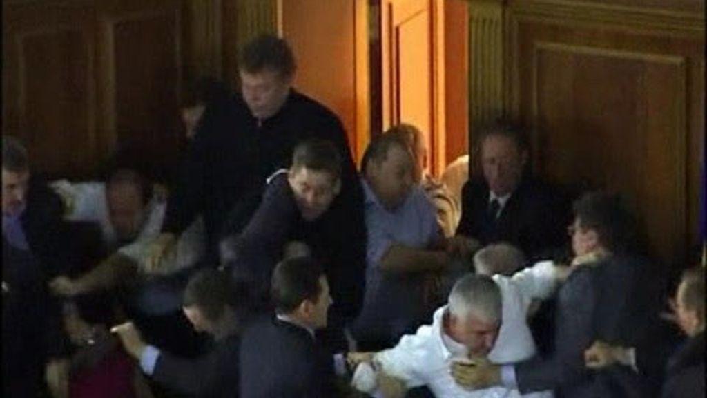 A tortas en el Parlamento ucraniano