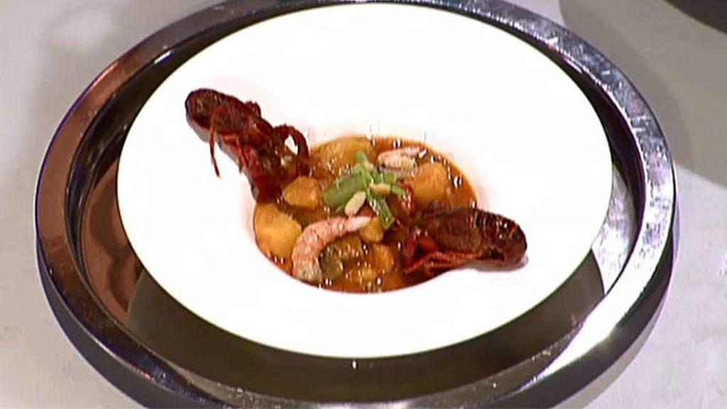 Patatas guisadas con cangrejo de río