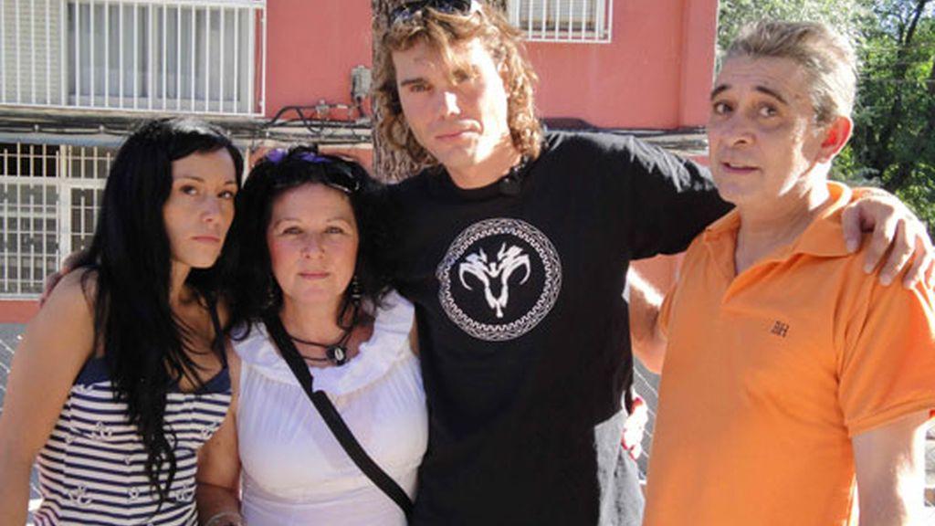 La familia adoptiva de Carlos 'El yoyas'