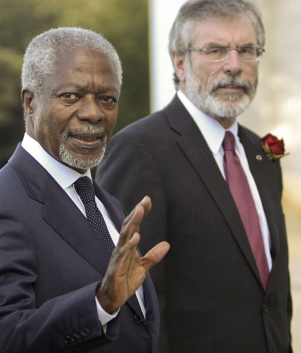 La Conferencia de Paz celebrada en San Sebastián pide a los terroristas que cesen toda acción armada.