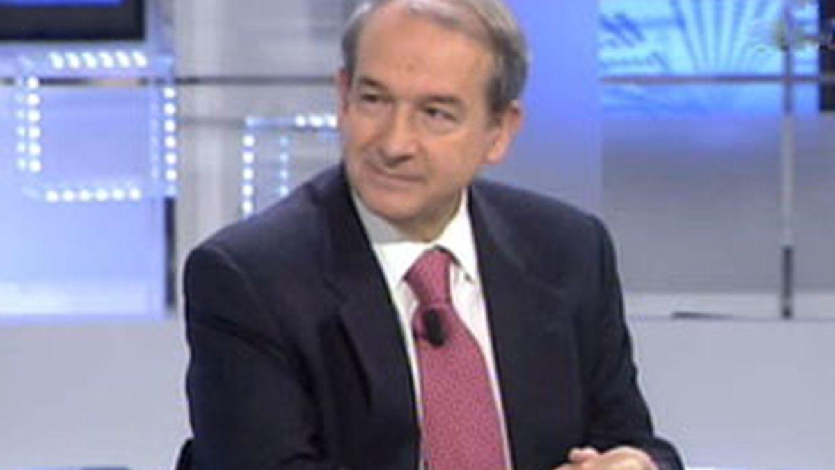 El periodista experto en la Casa Real, José Apezarena, durante la entrevista en el Informativo Matinal. Vídeo: Informativos Telecinco.