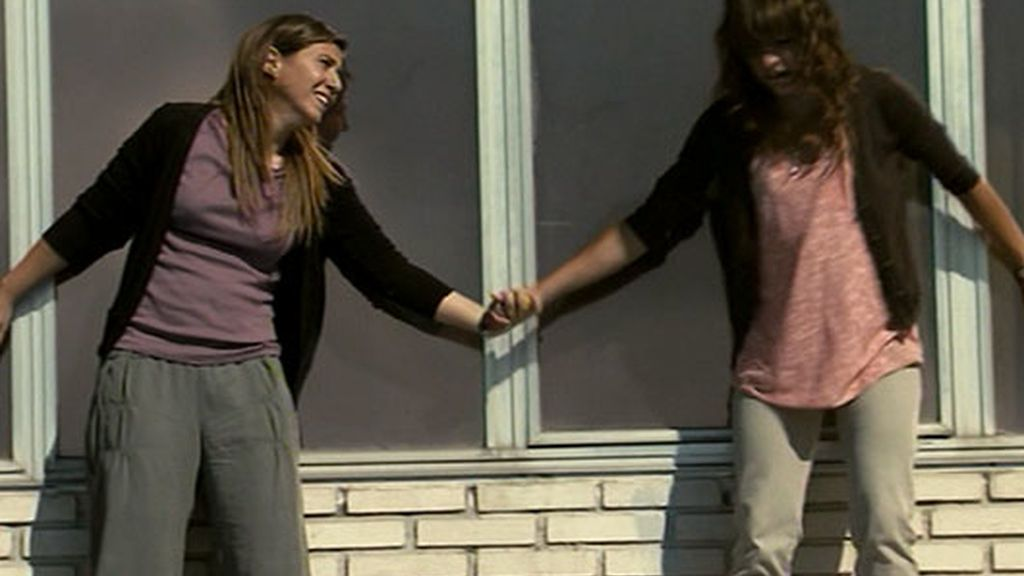 Bea se lanza al vacío arrastrando a Esther