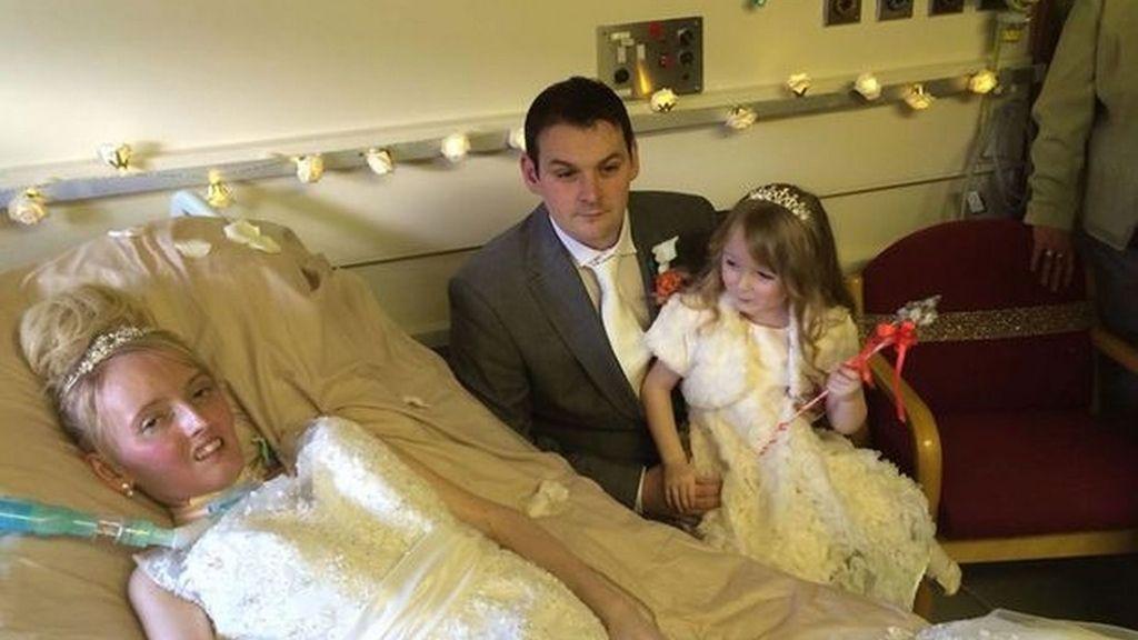 Se casan en el hospital