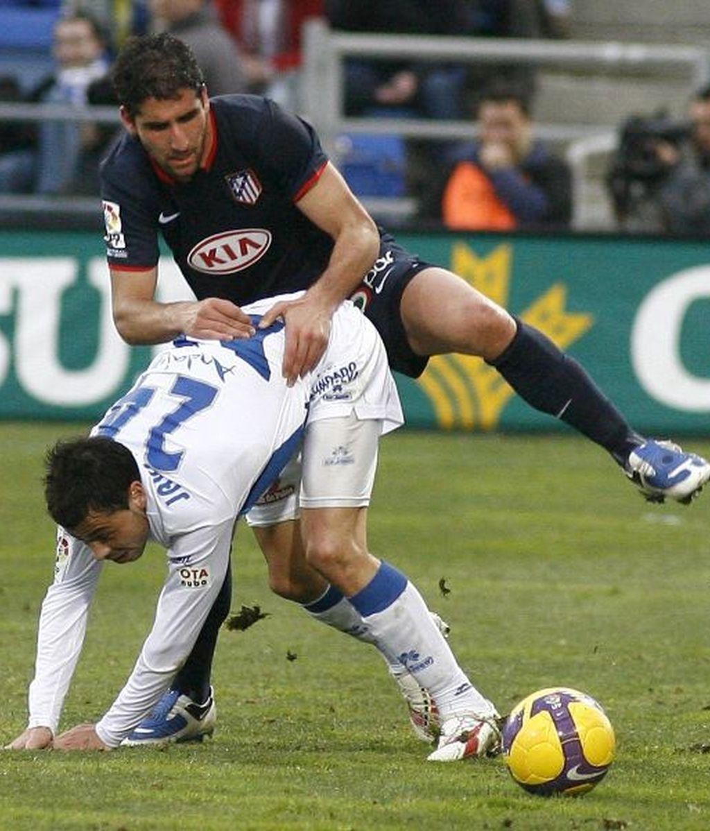 0-3. Atlético arrasó al ritmo de Kun y Forlán y en el debut de Abel