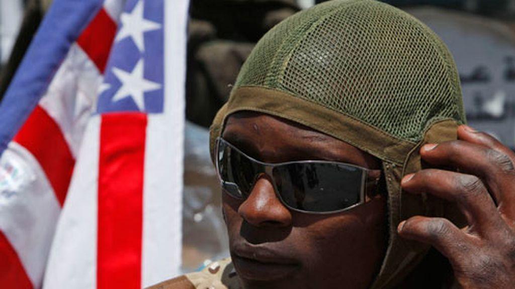 Acusan a Gadafi de dar viagra a sus soldados para incitarlos a cometer violaciones.