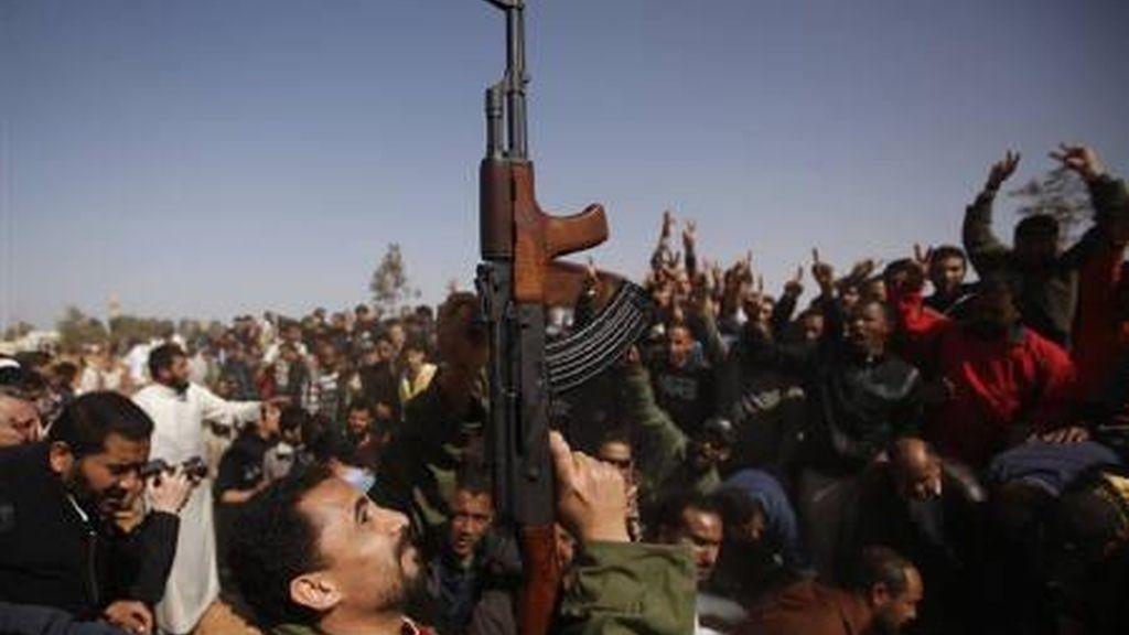 disparos al aire, celebración militar, siria, rebeldes, festejos