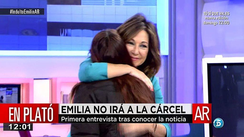 Emilia compró comida y pañales para sus hijas con una tarjeta que no era suya