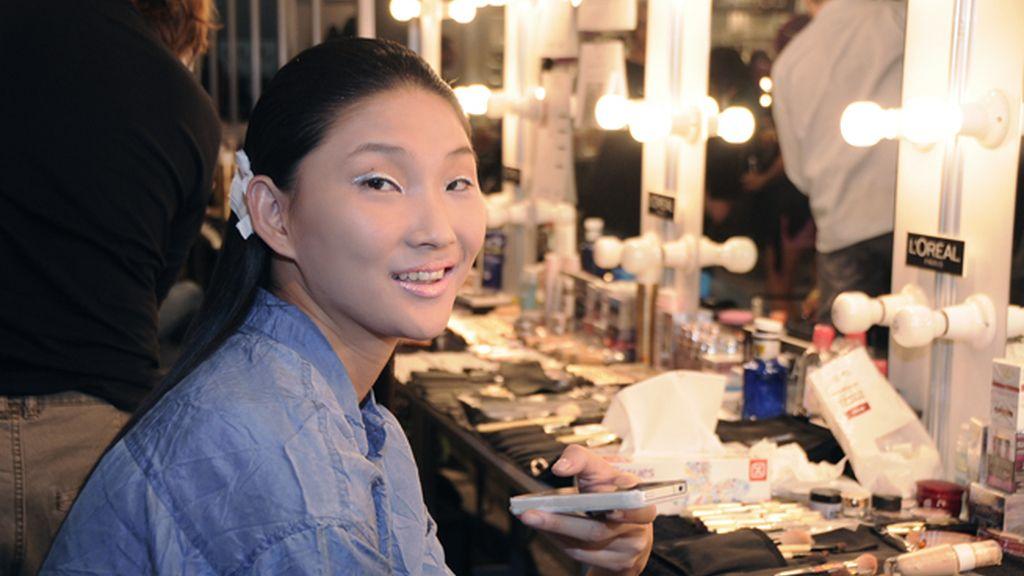 Una modelo que participó en el desfile de ambos diseñadores.