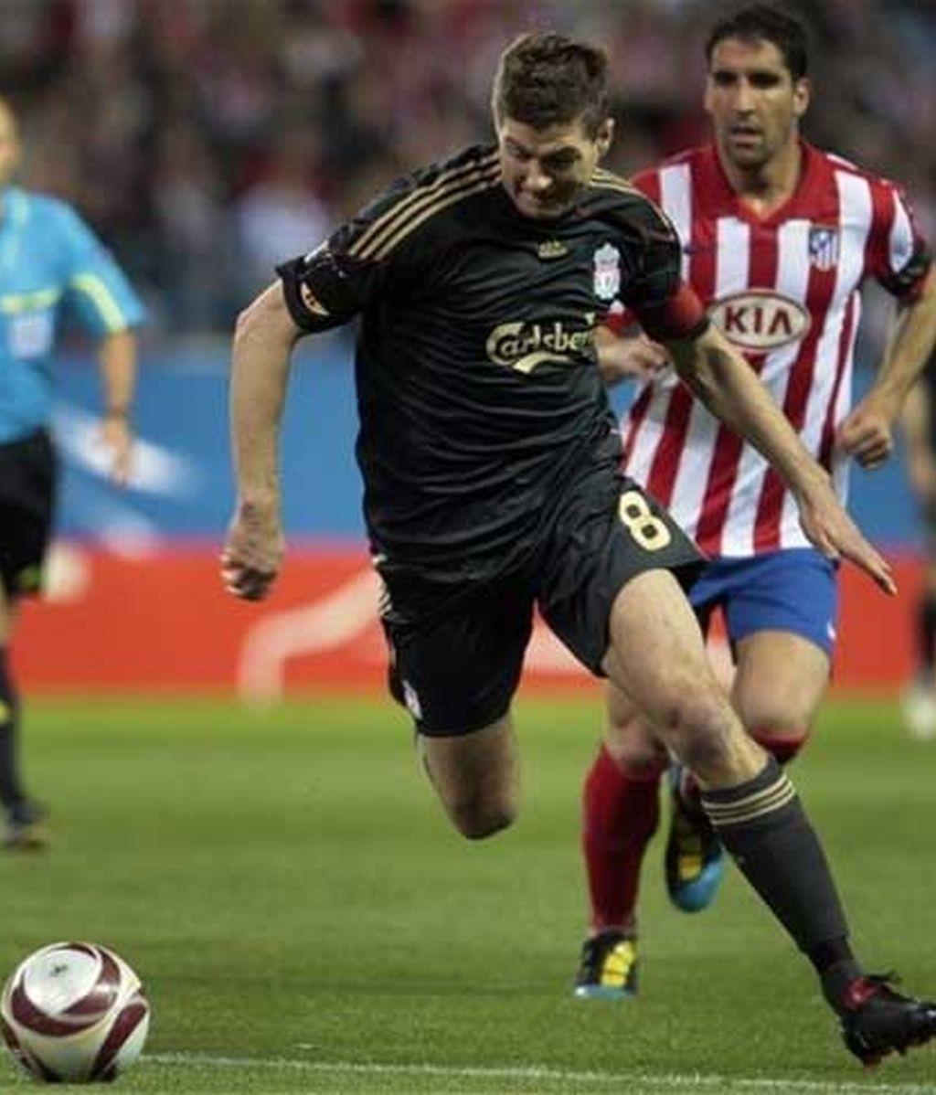 Gerrard busca el gol