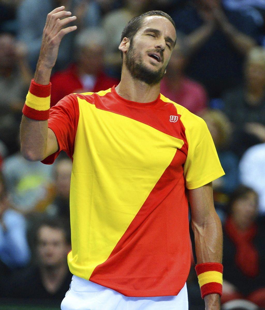 El tenista español Feliciano López se lamenta tras perder un punto frente al alemán Florian Mayer