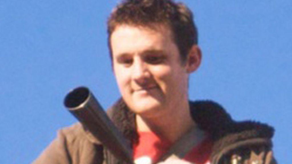 El joven del extintor. Foto: Blog de Guy Fawkes.