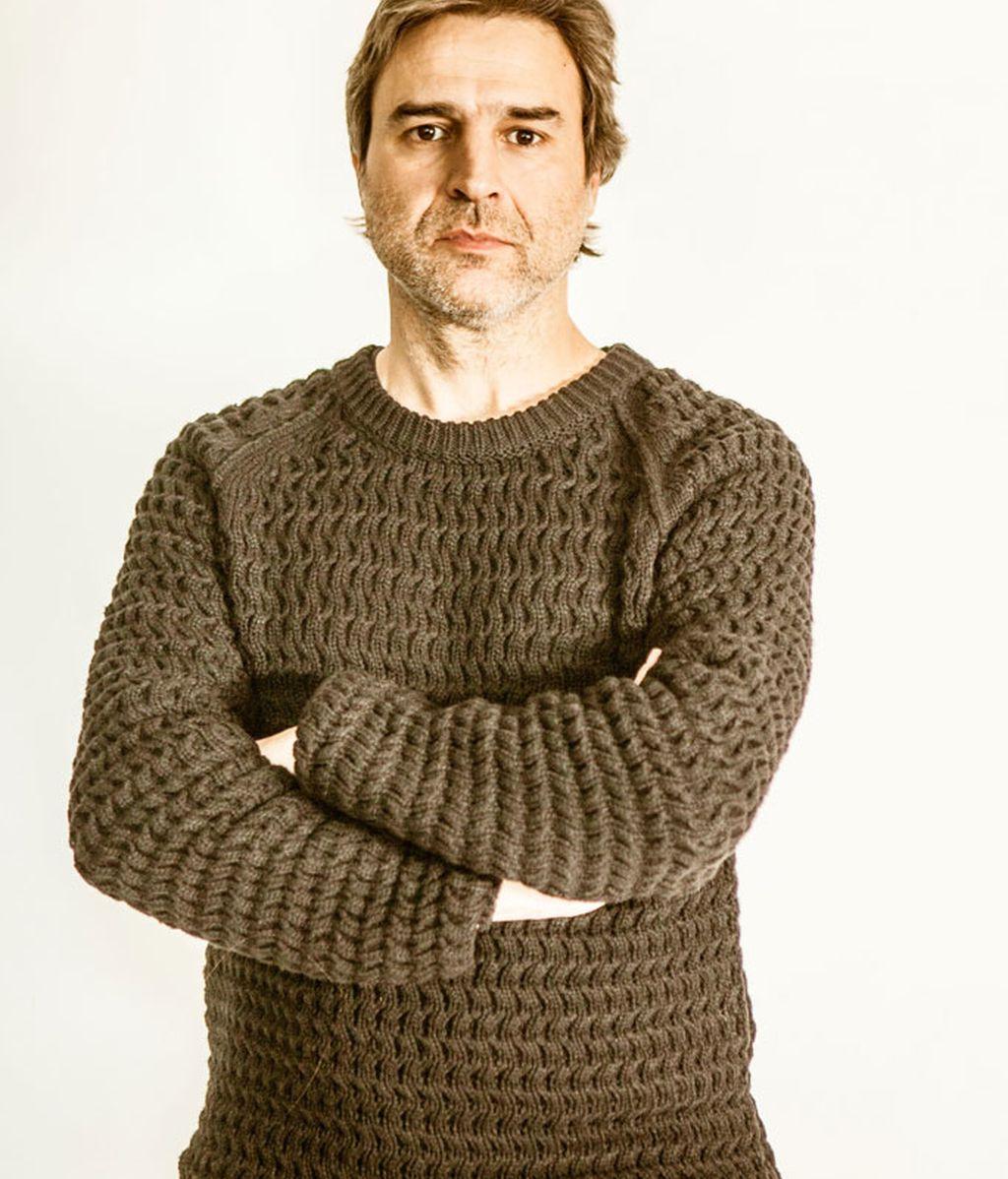 Víctor (Alberto San Juan), padre de André y director de cine