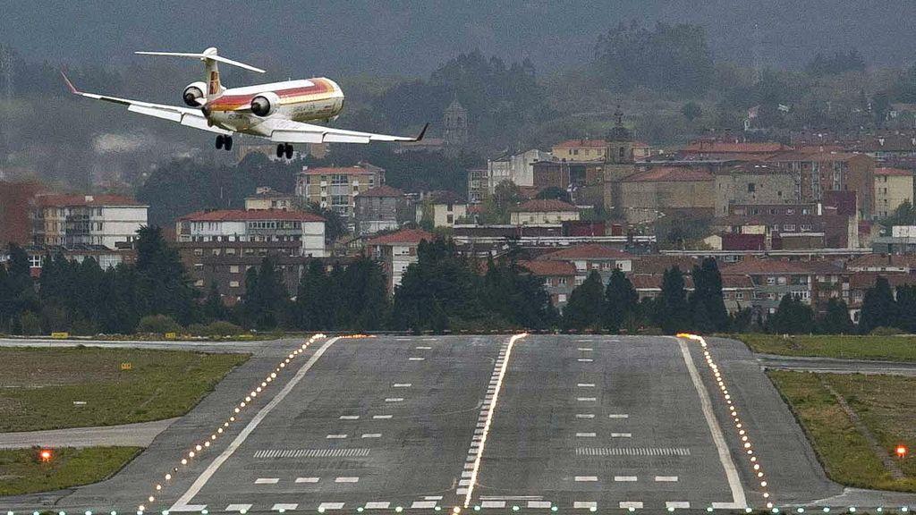 El viento dificulta los despegues y aterrizajes en el aeropuerto de Vitoria