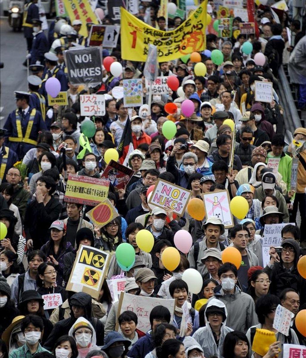 Manifestantes participan en unas protestas anti nucleares en Tokio (Japón). EFE