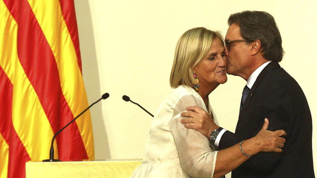 Artur Mas y Núria de Gispert en el acto de entrega de las medallas de oro del Parlamento de Cataluña