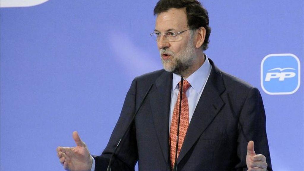 El presidente del PP, Mariano Rajoy, durante un acto del partido en Melilla. El PSOE y el PP abren esta noche la campaña electoral en Madrid y en Sevilla. EFE/Archivo