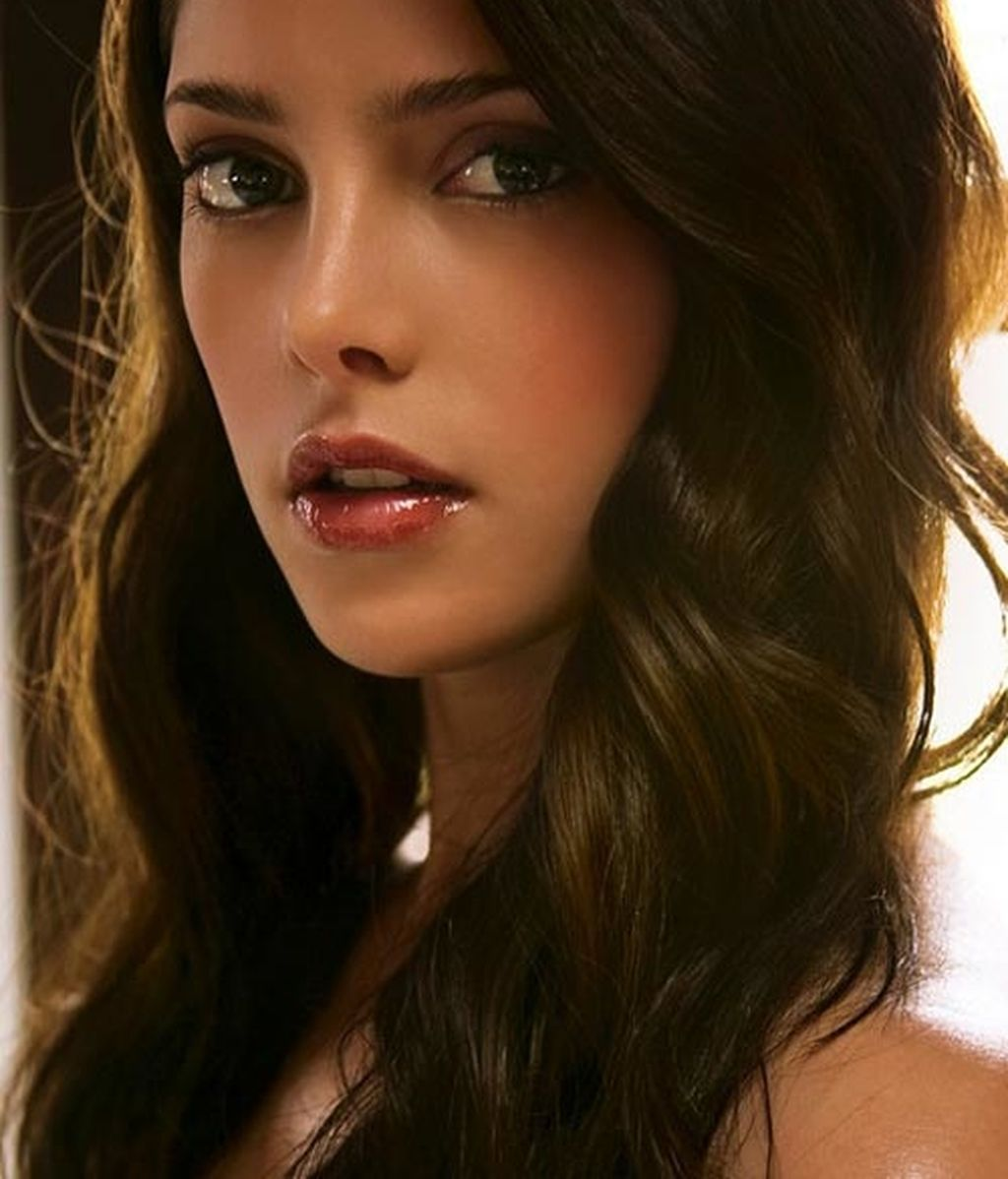 Ashley Greene (Alice)