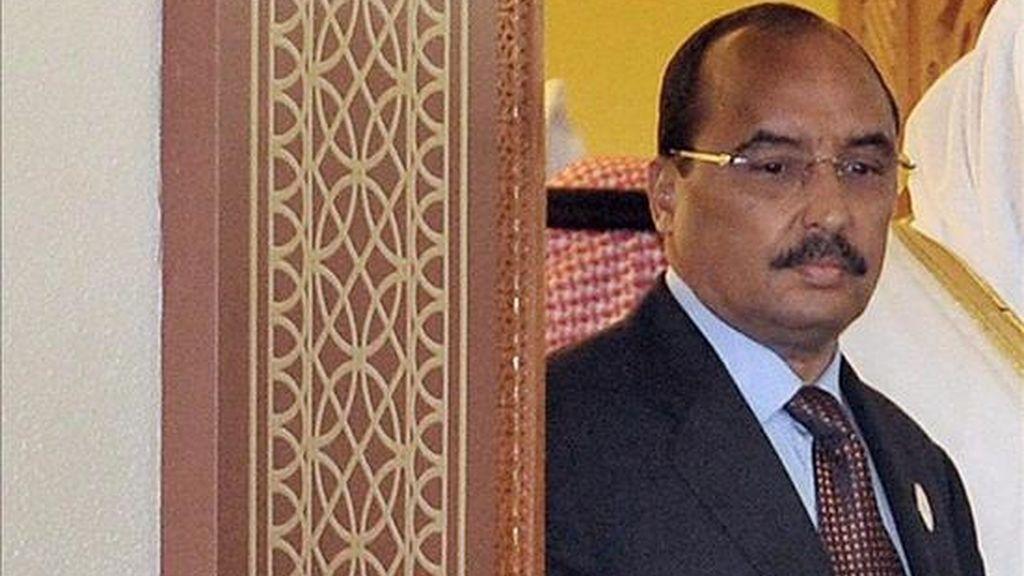 El jefe de la Junta Militar que dirige Mauritania desde el golpe de Estado del pasado agosto, Mohamed uld Abdelaziz, anunció hoy en un discurso a la nación su dimisión para presentarse como candidato a las elecciones presidenciales que se celebrarán en junio. EFE/Archivo