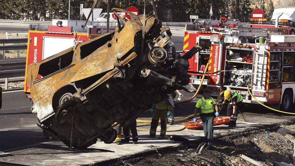 Cinco muertos al colisionar un camión y una furgoneta en Alicante