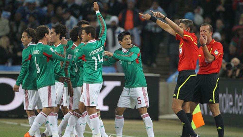 gol en claro fuera de juego de tévez (Argentina 3-1 México)