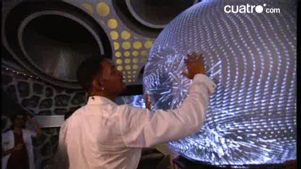 Will Smith, su mujer, su hijo y Jackie Chan flipan con el Puffersphere