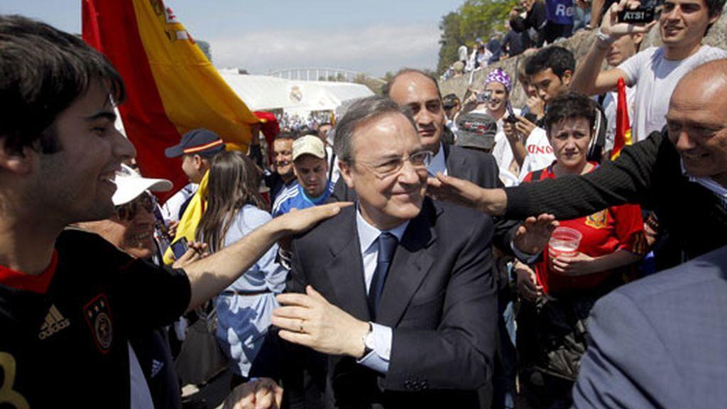 Florentino Pérez visitó el Fan Zone de su equipo