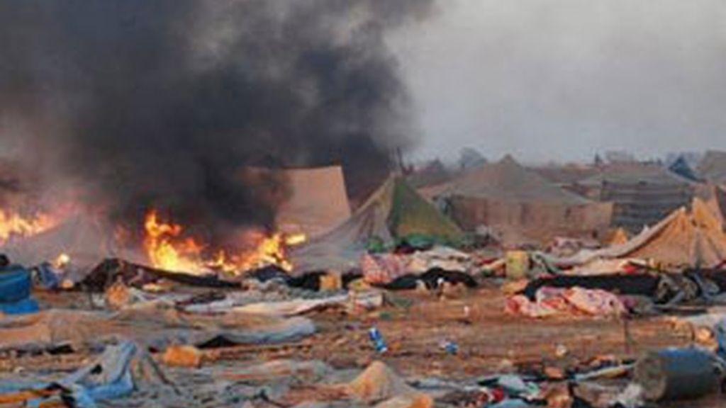 Desmantelamiento del campamento Gdaim Izik, a las afueras de El Aaiún, Marruecos. Foto: EFE.