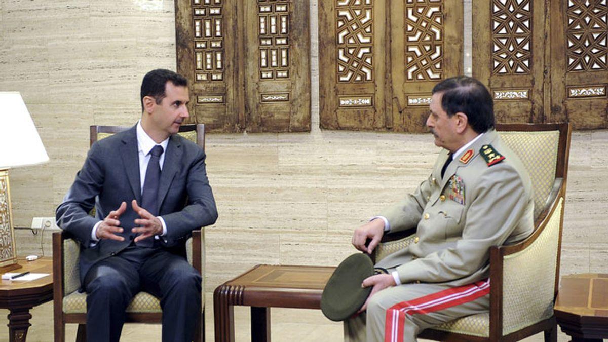 El nuevo ministro de Defensa sirio jura el cargo ante Al Assad