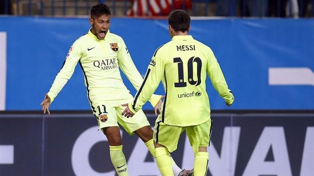 Messi y Neymar celebran un gol del brasileño