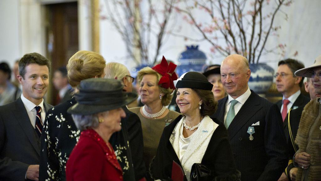 La reina Silvia de Suecia, y el príncipe Federico de Dinamarca en el ayuntamiendo de Copenhague