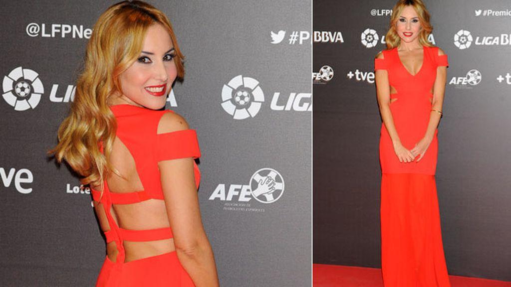 Berta Collado, muy elegante vestida de rojo