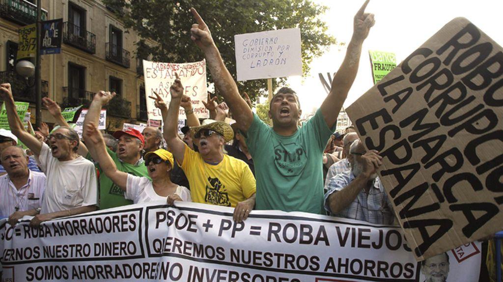 Protesta por el 'caso Bárcenas' ante la sede nacional del PP
