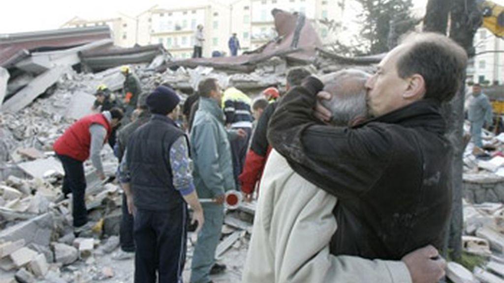 El terremoto dejó tras de sí miles de desplazados y casi 300 fallecidos. Foto: AP.
