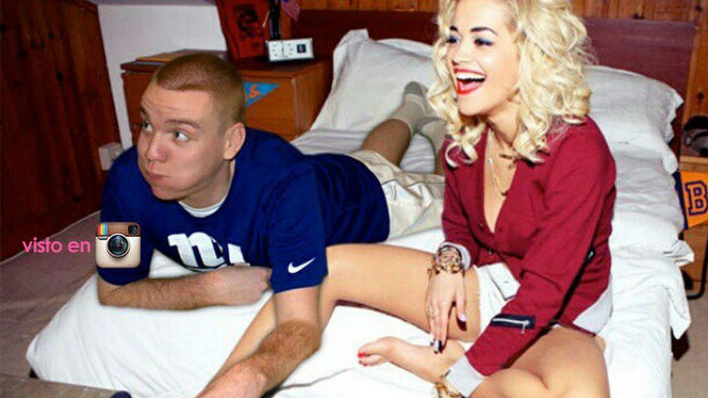 Tampoco tiene remilgos en meterse en la cama con Rita Ora