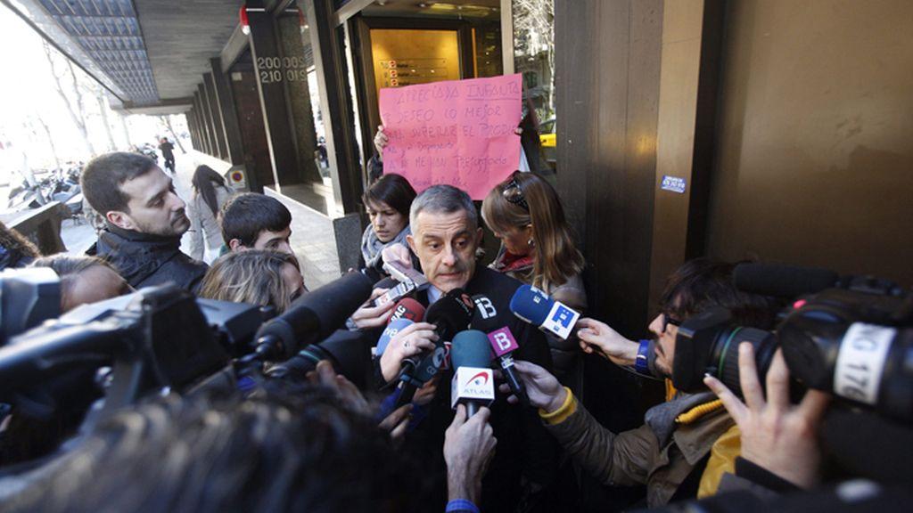 Jesús María Silva, uno de los abogados de la infanta Cristina, acosado por los medios de comunicación