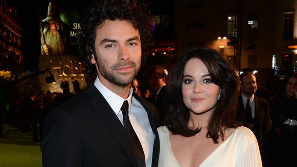 Actor Aidan Turner y su amiga Sarah Greene