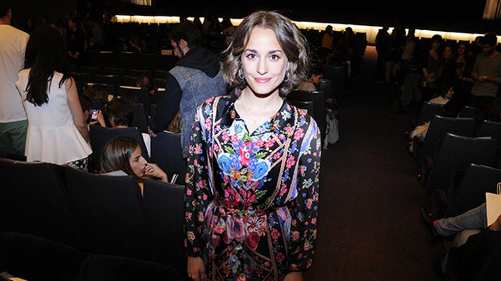 La actriz Silvia Alonso muy guapa con este look de aires setenteros firmado por Capellier