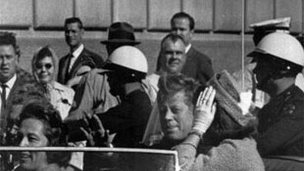Imagen de archivo del presidente de los EEUU, John F. Kennedy, el día de su asesinato. Foto: AP.