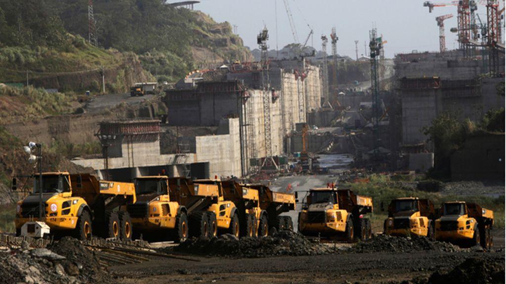El Canal de Panamá y el consorcio de Sacyr apuran el plazo para cerrar el principio de acuerdo
