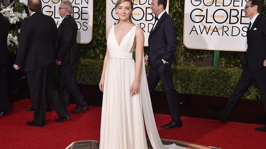Saoirse Ronan en la alfombra roja