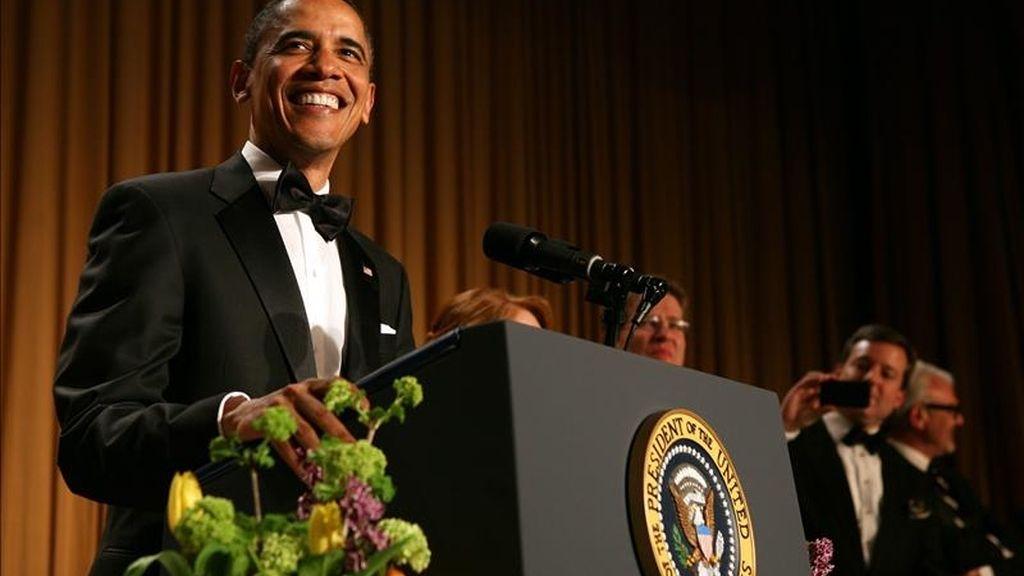 El presidente estadounidense, Barack Obama, habla durante la Cena de la Asociación de Corresponsales de la Casa Blanca 2011 (WHCA, por sus siglas en inglés), en el hotel Hilton de Washington, D.C. (EEUU). EFE