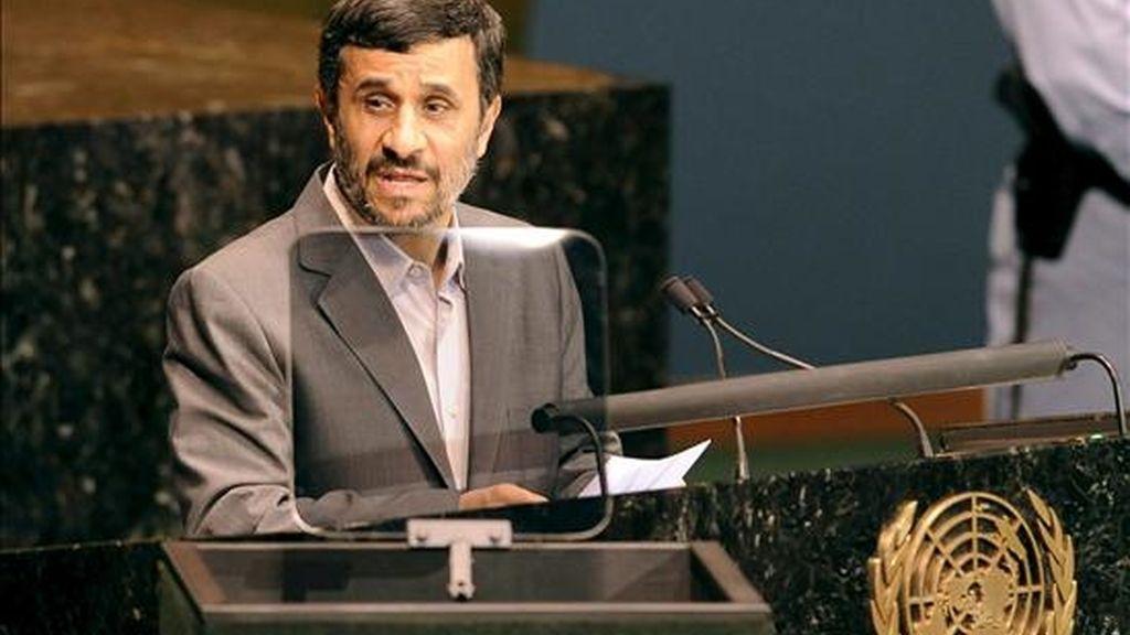 El presidente de Irán, Mahmud Ahmadinejad, pronuncia este martes unas palabras ante los asistentes a la cumbre de la ONU sobre los Objetivos de Desarrollo del Milenio (ODM) en Nueva York, Estados Unidos. EFE