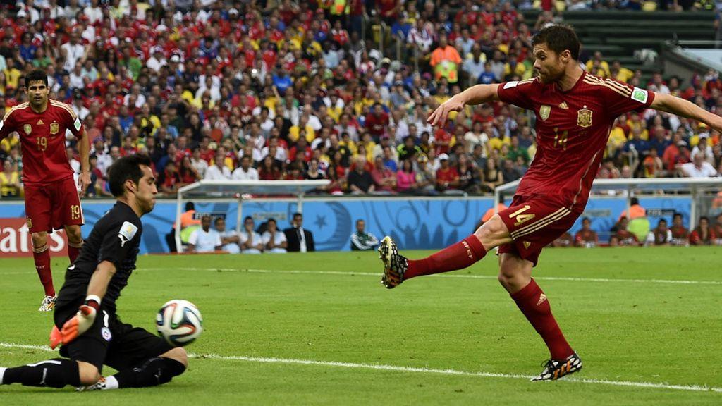 Xabi Alonso tuvo la más clara de la primera mitad