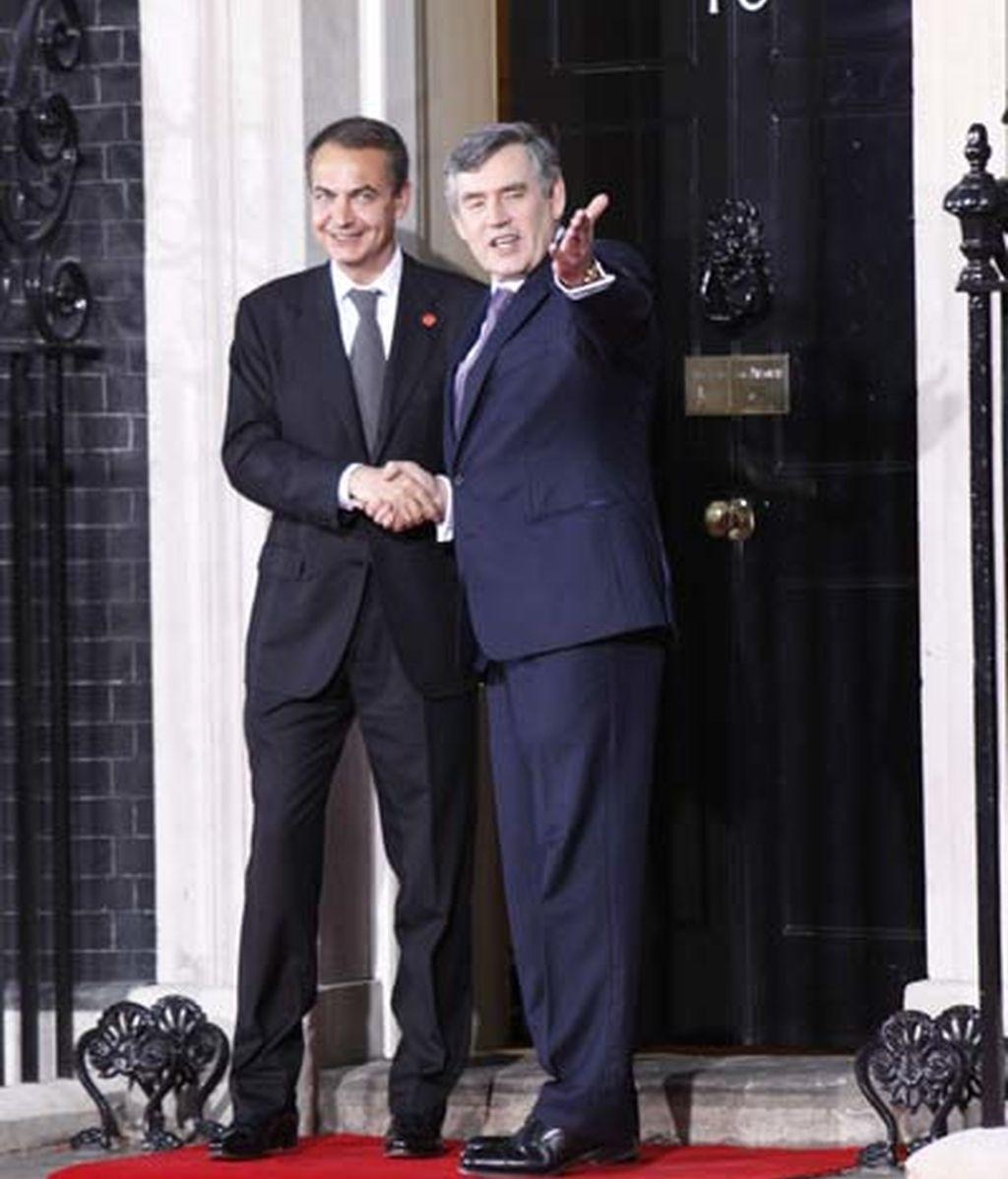 2009: Gordon Brown y Zapatero en el nº 10 de Downing Street