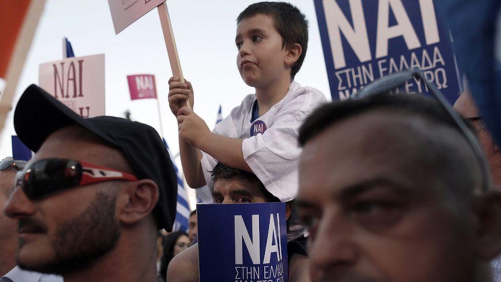 Manifesaatción en Atenas a favor del 'sí' en el referéndum del domingo