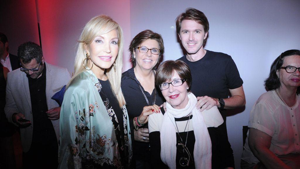 Póker de lujo: Carmen Lomana, María Escario, Concha Velasco y su hijo Manuel