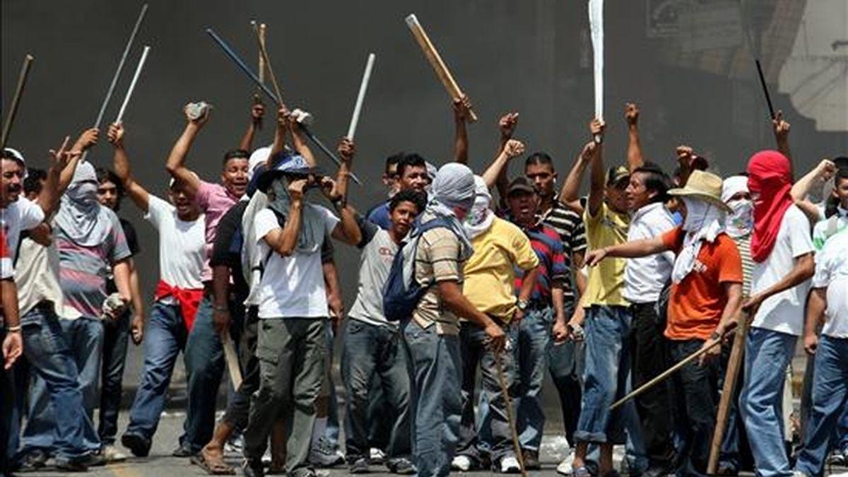 Manifestantes que apoyan al depuesto presidente de Honduras, Manuel Zelaya, en la ciudad de San Pedro Sula, norte del país. EFE