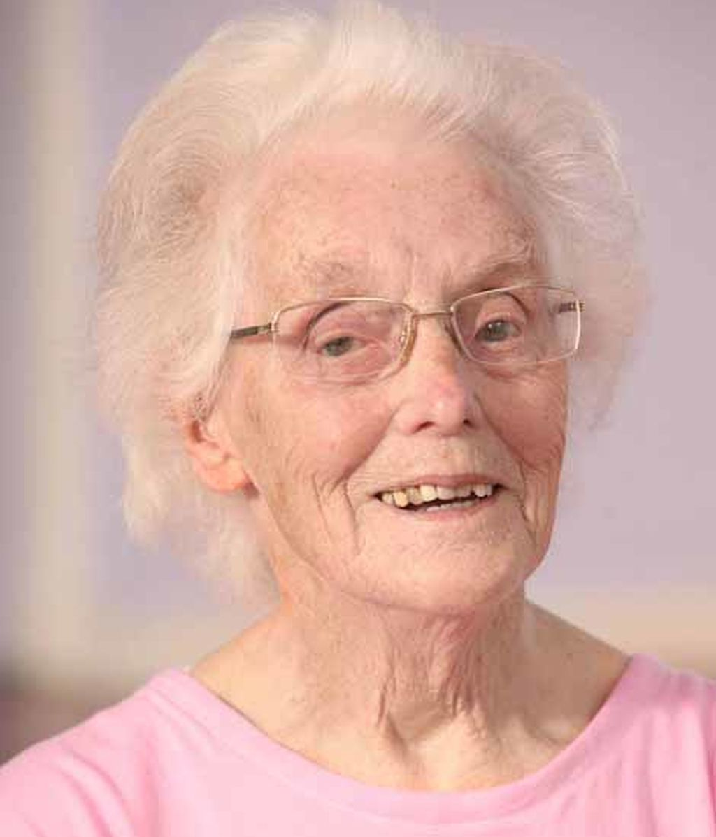 Una mujer con 98 años está completamente sana gracias a las clases de yoga