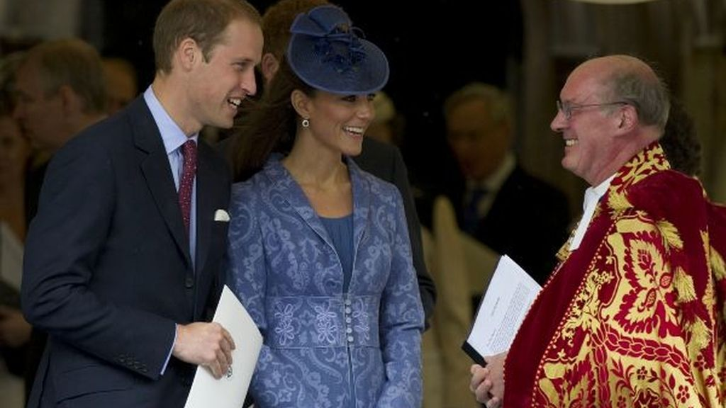 William y Kate saludan al reverendo