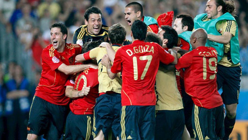 Capdevila, a la izquierda, celebra la victoria. FOTO: EFE.